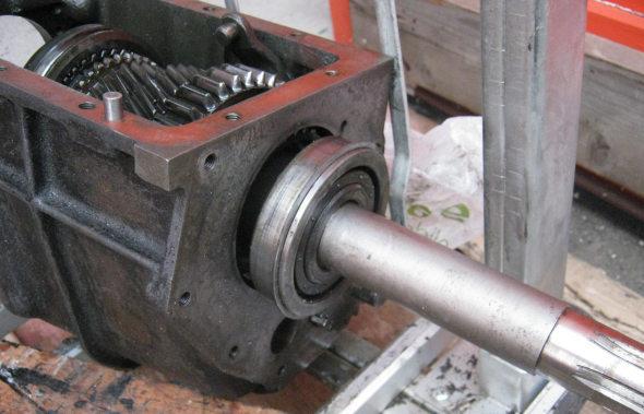 AC 2 LITRE SALOON - Gearbox Overhaul